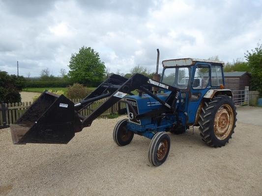 FORD 4600 LOADER TRACTOR
