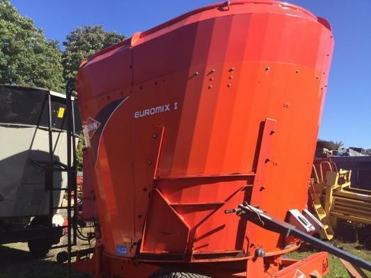 Kuhn  1270 VERTICAL TUB FEEDER