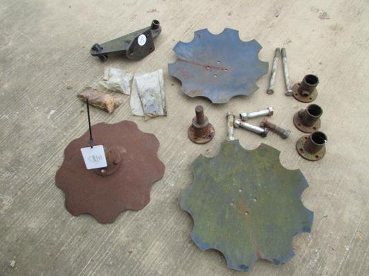 Spaldings Disc Tool Bar Miscellaneous Assortment of Parts
